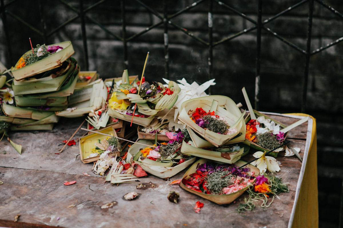 Indonesien, Bali, Tirta Empul Temple, Opferschalen